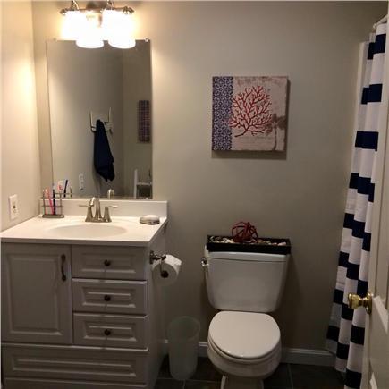 Dennis Cape Cod vacation rental - Main bathroom
