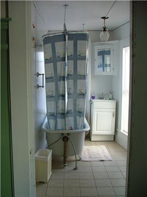 Provincetown Cape Cod vacation rental - Main bathroom