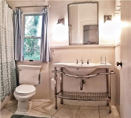 Orleans Cape Cod vacation rental - The full bathroom in the guest house