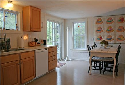 Brewster, Linnell Landing beach area, Br Cape Cod vacation rental - – Kitchen opens through sliders to back deck and gas grill