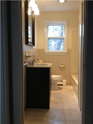 Brewster Cape Cod vacation rental - 1st floor full bathroom