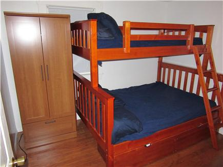 Wareham MA vacation rental - Pile the children into this fun bunk bed.