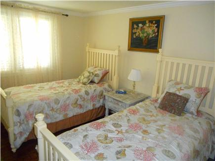 Centerville, Barnstable Centerville vacation rental - Bedroom 2  with two comfortable twin mattress.