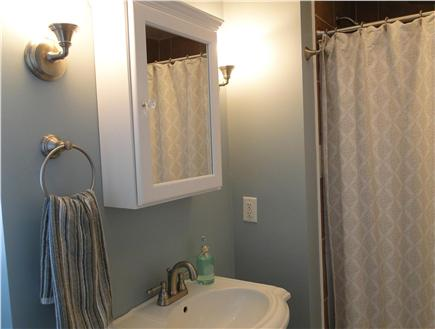 Harwich Port Cape Cod vacation rental - One of the two upstairs full bathrooms