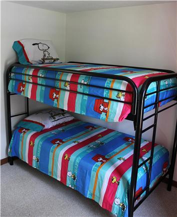 E. Harwich Cape Cod vacation rental - Kid's Bedroom Bunk Beds