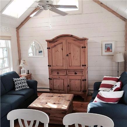 New Seabury, Mashpee New Seabury vacation rental - Cathedral Living room with flat screen TV & high speed internet