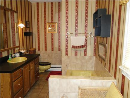 East Dennis Cape Cod vacation rental - Large master bath with tub