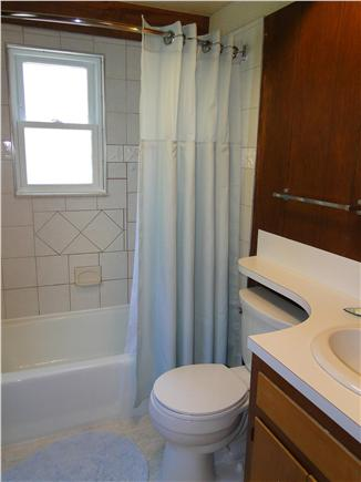 S. Chatham Cape Cod vacation rental - Full bath on main level with tub
