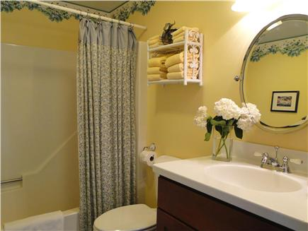 Kingston MA vacation rental - First floor full bathroom with shower and tub