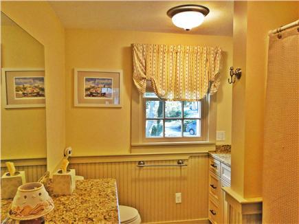 Edgartown Martha's Vineyard vacation rental - Main floor full bathroom