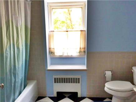 Edgartown Martha's Vineyard vacation rental - Upstairs guest bath