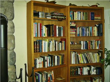 OAK BLUFFS near  SAILING CAMP Martha's Vineyard vacation rental - Small library