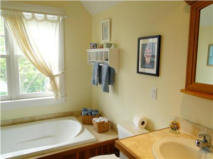 Edgartown Martha's Vineyard vacation rental - Upstairs full bath with tub, shower
