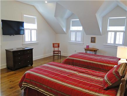 Nantucket town, Cliff Nantucket vacation rental - Twin bedroom upstairs with en suite marble bathroom