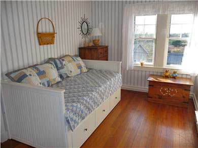 Nantucket town Nantucket vacation rental - Middle Bedroom (expands to king)