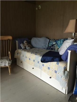 Madaket / Nantucket Nantucket vacation rental - Downstairs alcove daybed